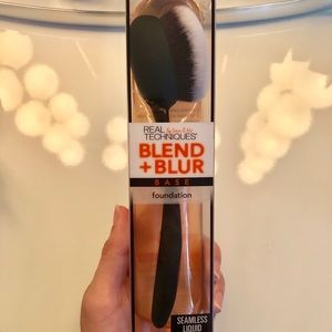 Real Techniques Blend and Blur Foundation Brush